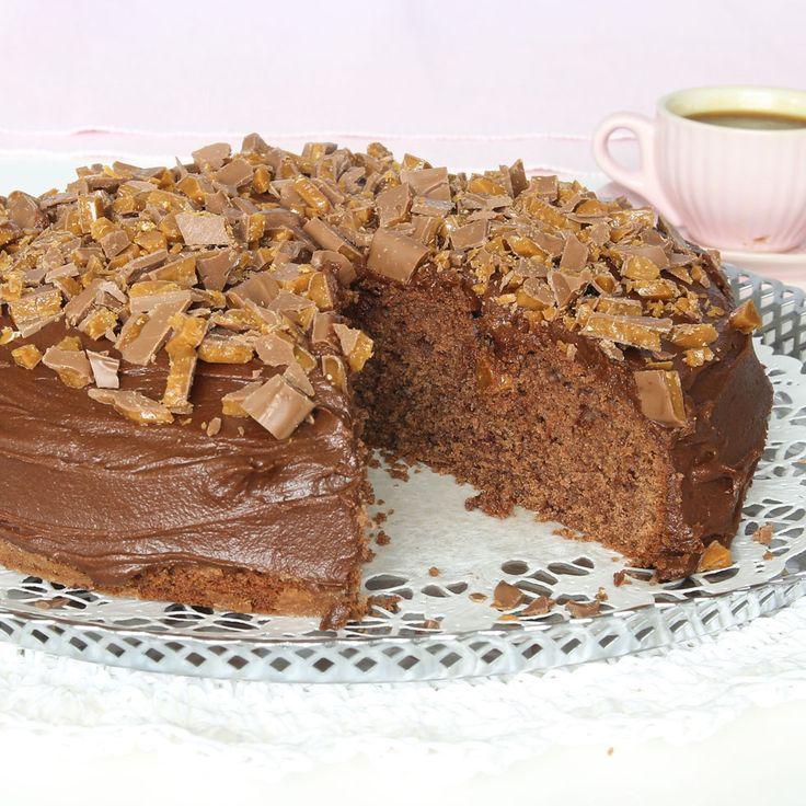 Glasyr, saftig chokladbotten och knaprig Daim – en oemotståndlig, superläcker kombination!