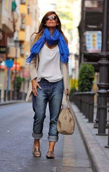 Boyfriend jeans y zapatos dorados! Encuentra los tuyos en http://www.lookhunters.com/mujer/mocasines-plata-envejecida