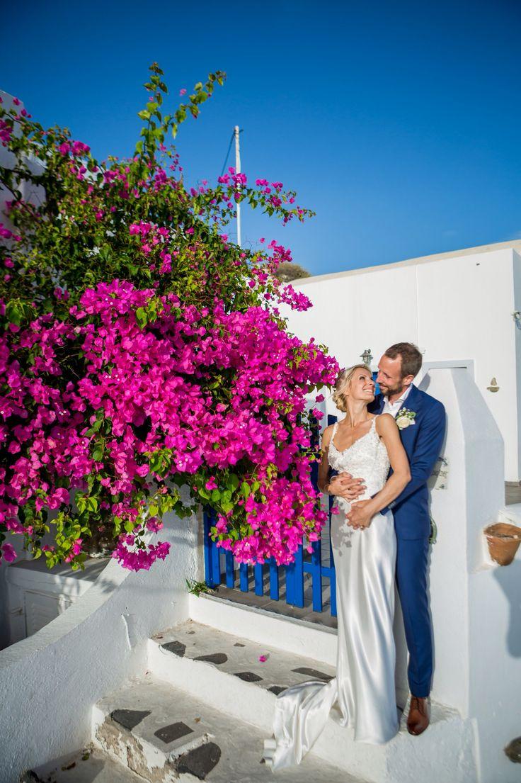 Bougainvillea, couple, photo shooting, Santorini, imerovigli village, fouxia, happiness, love, just married, planner, the Diamond Rock