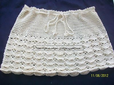 Written Pattern in English.  http://free-crochet-pattern-2009.blogspot.com/2012/06/cream-skirt.html