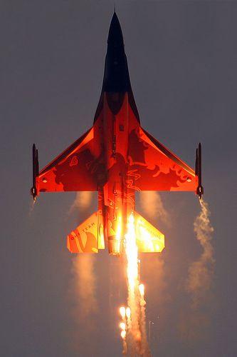 General Dynamics F-16AM Fighting Falcon Netherlands Royal Air Force J-015 by Curimedia | P H O T O G R A P H Y, via Flickr