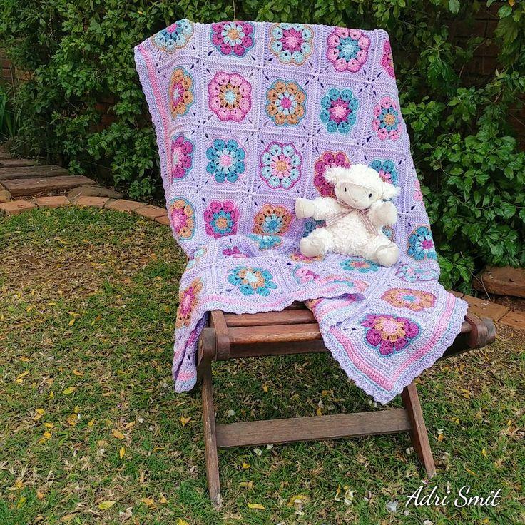 African Flower crochet baby, toddler blanket in Vinnis Nikkim