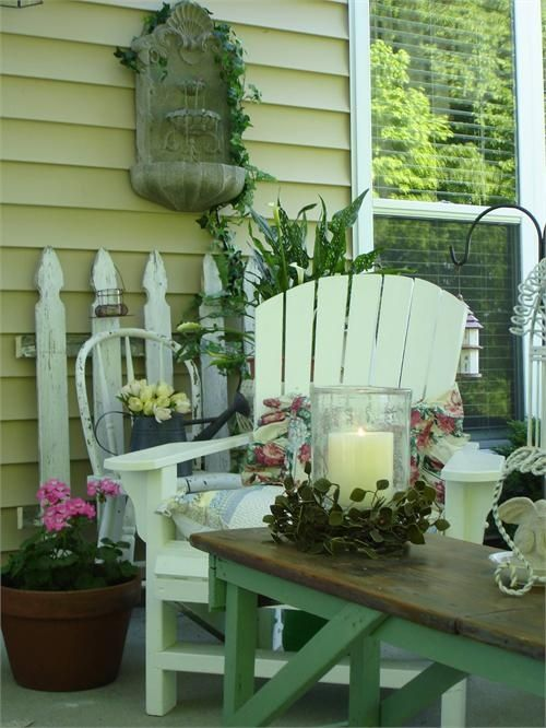 Love the cottage come sit a spell on my porch or patio Cottage porch decorating ideas