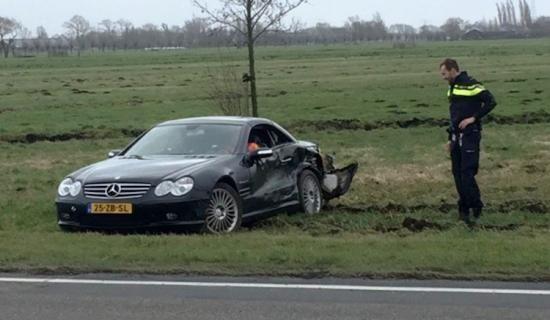 Mercedes SL55 AMG klapt op exoot in Bleskensgraaf