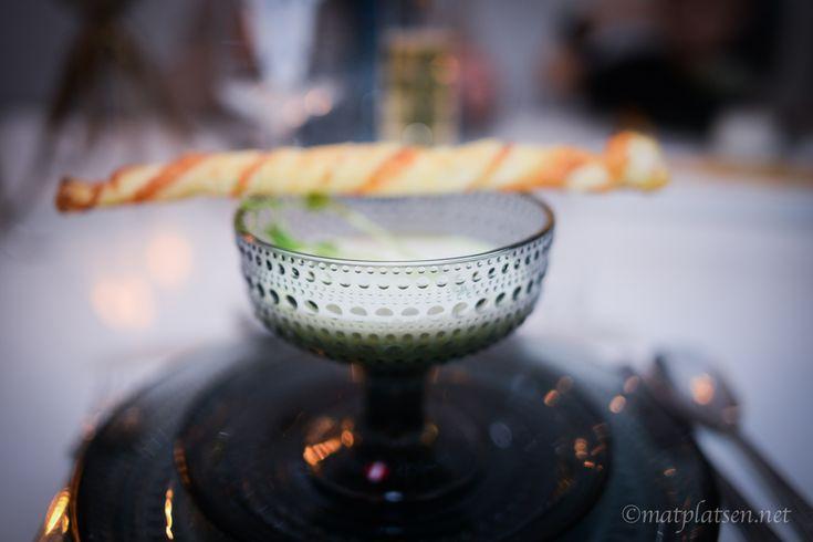 Creme Ninon – grön ärtsoppa med Champagne