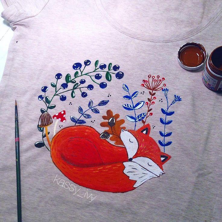 Рисовала на футболке сегодня на мк  спасибище огромное)) было как всегда просто супер!) #zen #zentangle #zentangleart #fox #cozy #creative #color #colorful #instaart #instafollow #follow #meditation #paint #painting #draw #drawing #drawingoftheday #рисуюкаждыйдень #рисуюкакмогу #рисунок краски специальные, которые после высыхания можно стирать, им ничего не будет)