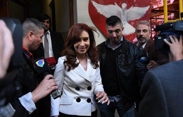 Pacto con Irán | Cristina Kirchner será juzgada por Tribunal Oral Criminal 9  Foto: Cadena3  Salió sorteado este miércoles para llevar adelante el juicio oral y público por presunto encubrimiento en la investigación del atentado a la AMIA.  El Tribunal Oral Criminal 9 salió sorteado este miércoles para llevar adelante el juicio oral y público por presunto encubrimiento en la investigación del atentado a la AMIA en el que está acusada la expresidenta Cristina Kirchner.  PUBLICIDAD  El sorteo…