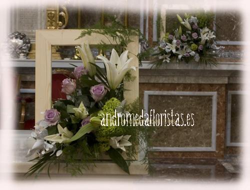 Detalle. Marco con flores naturales.