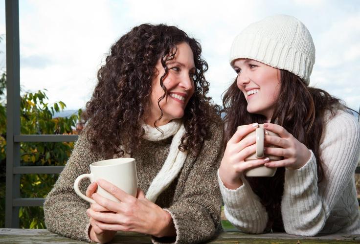 Mi mamá sabía que me había trasnochado estudiando, así que por la mañana me despertó con un beso y una taza inmensa de Cappuccino Colcafé.