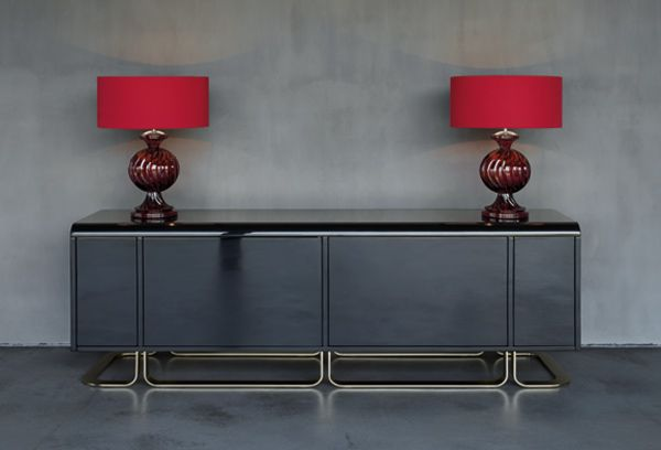 Shiny lacquered structure with drawers.  Size: 185x 45x h68 cm.