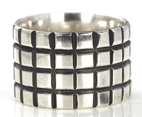 Contemporary, robust and modern - this is our Miglio Man ring collection. R171