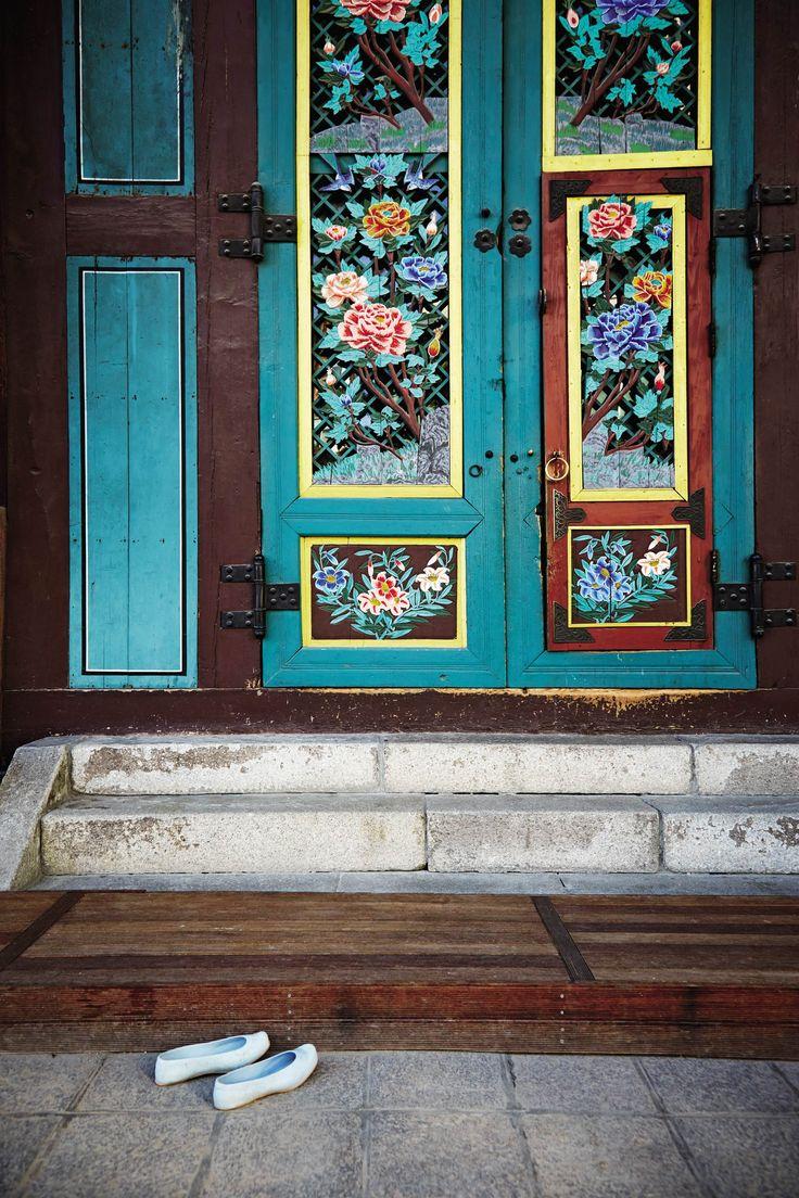 Jogyesa Temple, Seoul, South Korea   Photo by Marcus Nilsson
