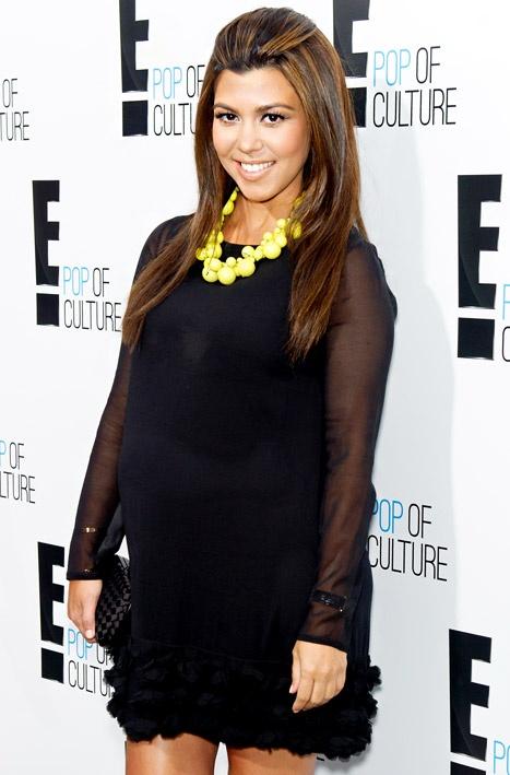 Kourtney Kardashian always looks stunning when she is pregnant!