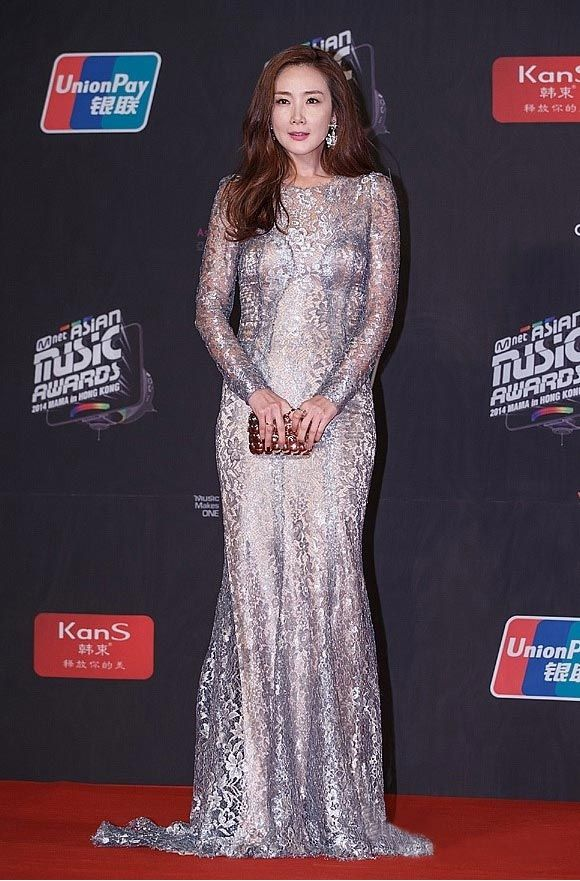 2014-MAMA-Awards-K-Star-Fashion Pada 2014 MAMA Awards kali ini terpilih 3 wanita bintang K-Drama  sebagai Best Dressed Stars, yaitu bintang drama Korea Choi Jiwoo, Oh Yeonseo, dan Kang Sora.  Yuk kita lihat 3 wanita tercantik ini~!