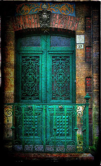 Green Door in France via bluedivadesigns.wordpress.com
