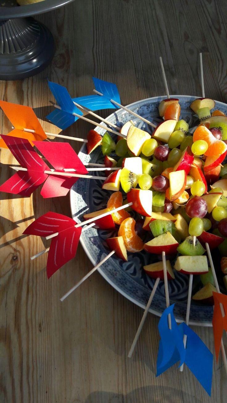 Spieße Obst Fingerfood Indianerparty Pfeil und Bogen Essen Mottoparty Motto Indianer Geburtstag Kindergeburtstag