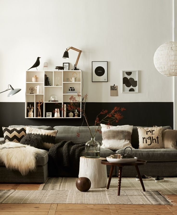 Black and White wall, trendy cosy living room
