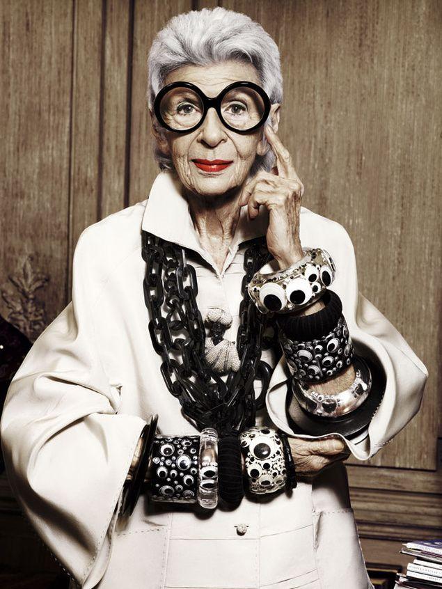 Iris Apfel- Decoradora de Interiores.  Visitar para inspiración: http://smoda.elpais.com/articulos/iris-apfel-91-anos-y-leyenda-viva-del-estilo/3244
