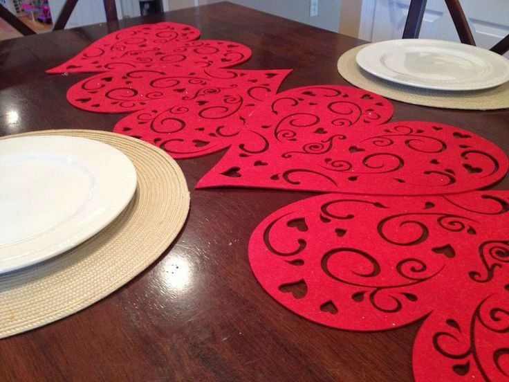 50 amazing table decoration ideas for valentine s day for Diy valentine table runner
