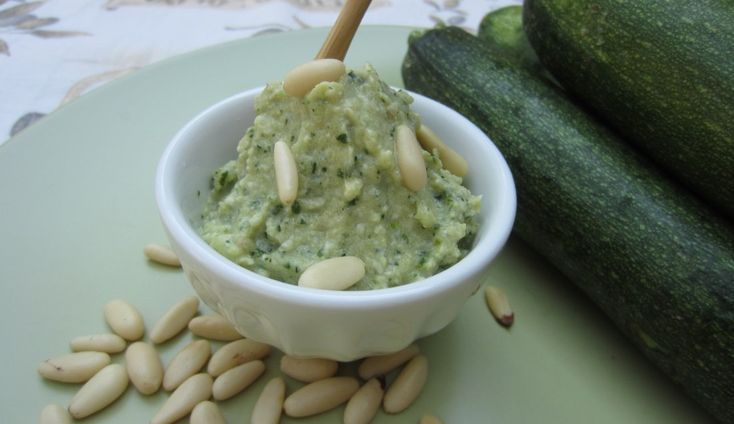 Ricetta pesto di zucchine e pinoli | zucchini and pine nuts pesto, italian recipe