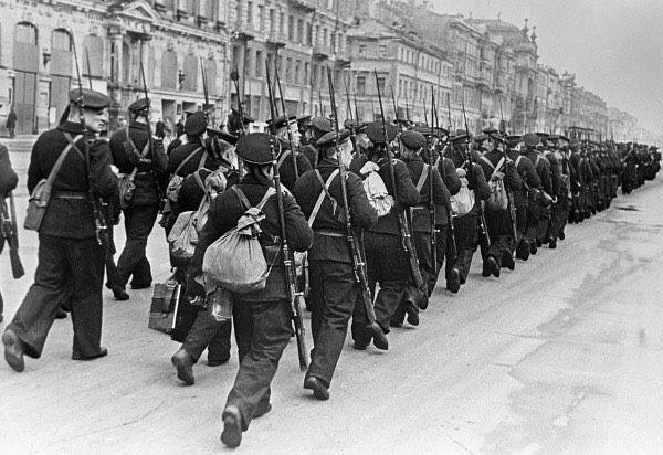 Soviet sailors marching through Leningrad on October 1, 1941. [Photo by: Boris Kudoyarov / International Russian News Agency] #war #history #vintage #retro #guns #gun #ww2 #40s #tank #tanks #1940s...