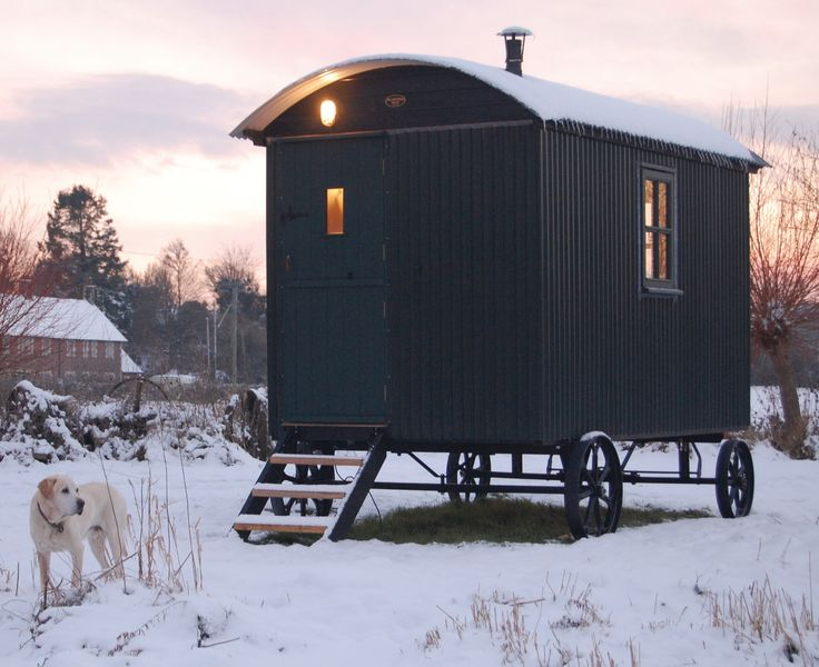 Classic Plankbridge shepherd's hut...want one!