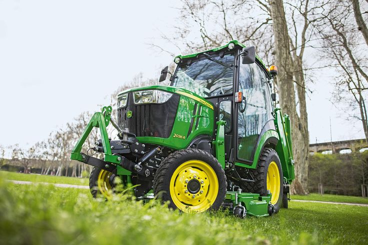 John Deere is to launch its new 2R Series compact tractors to the UK and Irish markets at SALTEX 2016 in November. The company's joint display with regional dealers Farol, Henton