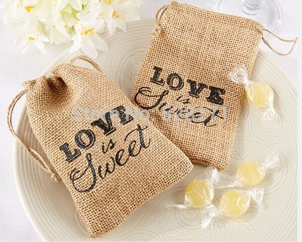 Nuevo arrrival 2015 Vintage accesorios de boda favores arpillera de yute bolsa amor es dulce yute regalos con cordón bolsas ( 10 * 15 cm )(China (Mainland))