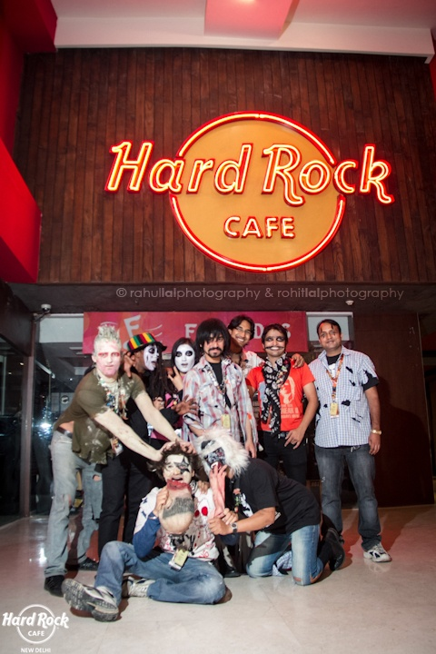 A Spooktacular family ;)  [Hard Rock Café New Delhi]
