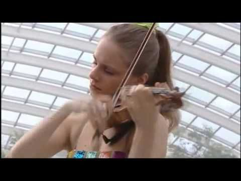 "Spring ""Allegro-Largo-Allegro"" (The Four Seasons); from The National Botanical Gardens of Wales; Julia Fischer en el violin; acompañada de ""Academy of St Martin in the Fields""; del Maestro Antonio Lucio Vivaldi"
