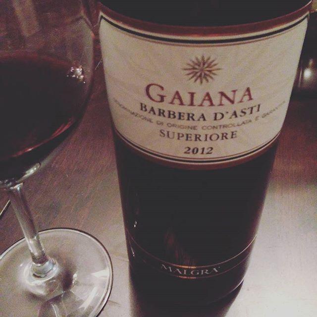 Un bol de #risotto avec un #vin rouge en accords #barbera en #cépages bien sur d'Asti dans mon verre, une belle puissanc...