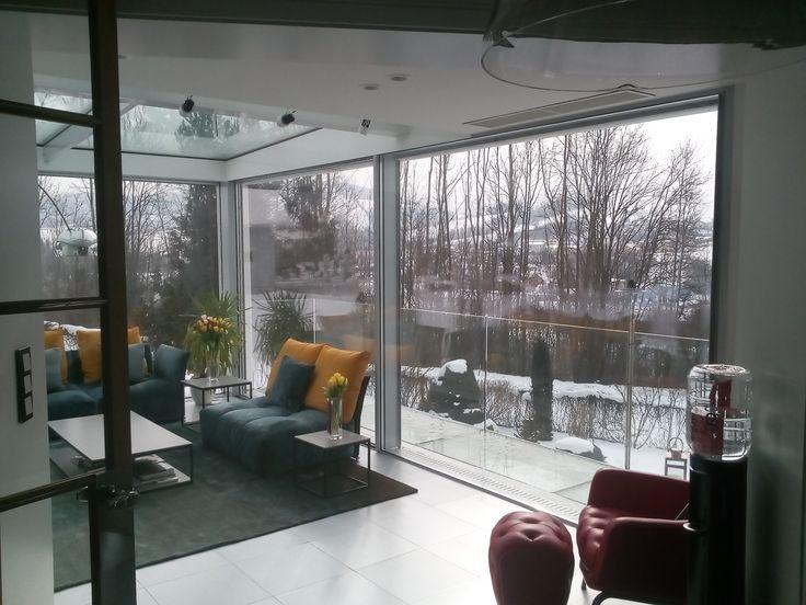 Exkluzívna Zimná záhrada motoricky ovládané posuvné dvere motoricky ovládané exteriérové tienenia sklenená podlaha sklenené zábradlie  oceľová konštrukcia