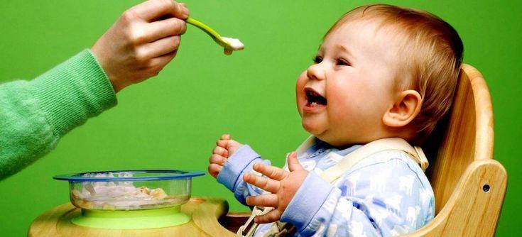 Грудное вскармливание обеспечивает все потребности малыша в питании до тех пор, пока ему не исполняется 6 месяцев. После этого организму ребенка необходим дополнительный белок, пищевые волокна, витамины и микроэлементы. Как правильно вводить прикорм? Ответ на этот вопрос вы узнаете из нашей статьи. Как понять, что пора вводить в рацион новую пищу? Некоторые мамы считают, что […]