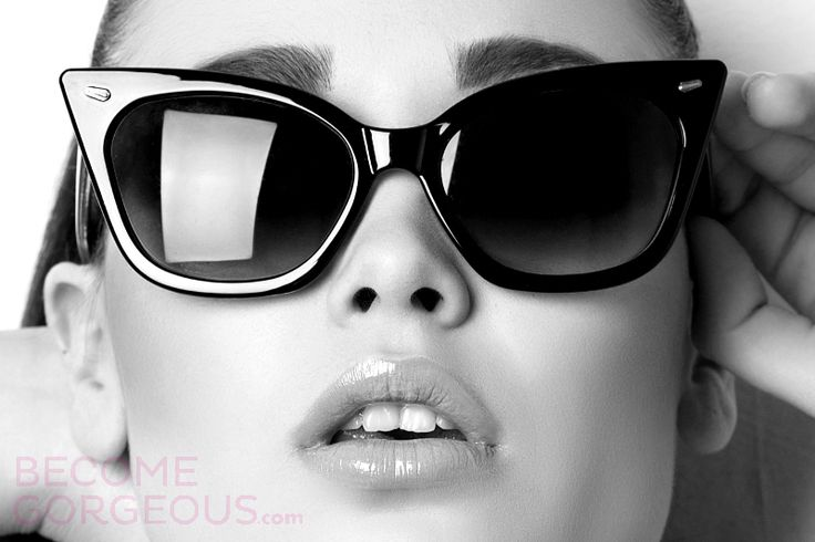 Image from http://1-ps.googleusercontent.com/x/www.becomegorgeous.com/static.becomegorgeous.com/img/arts/2014/4/most-iconic-sunglasses/main/iconic-sunglasses.jpg.