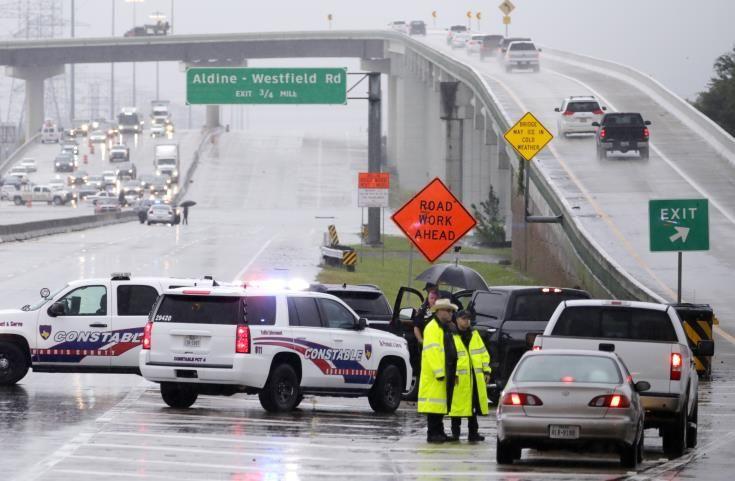 Πλήττεται το Χιούστον από τον τυφώνα Χάρβεϊ, με πλοιάρια η διάσωση εγκλωβισμένων