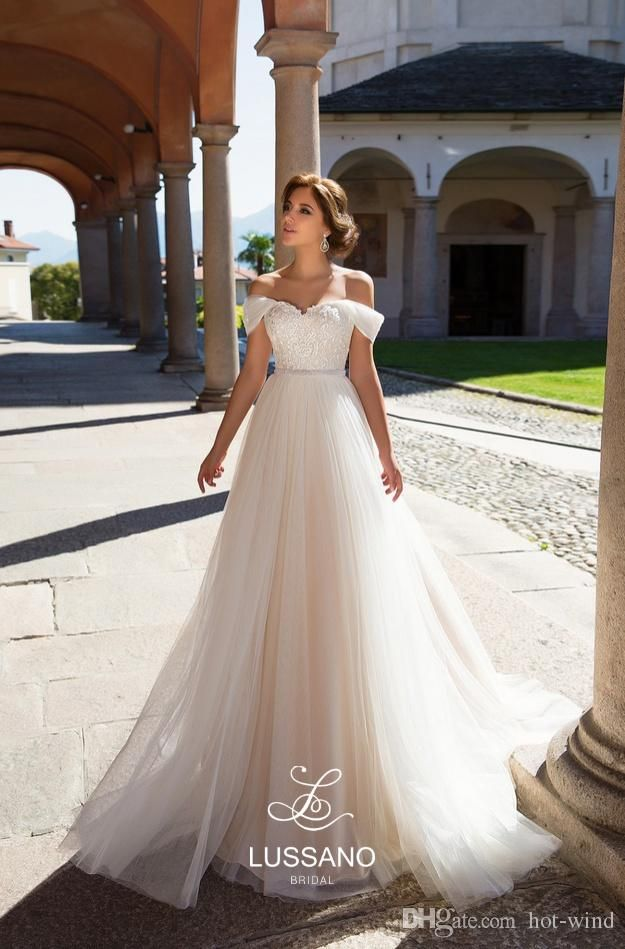 Elegant A-Line Champagne Tulle Beach Wedding Dresses 2018 Off Shoulders  Lace Appliques Corset Back Bridal Gowns Custom Made Sexy Back 27e1c952f91e