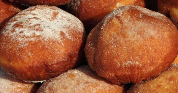 This Polish Pastry Is Similar To A Doughnut And Legendary In Many Midwest Cities! | 12 Tomatoes