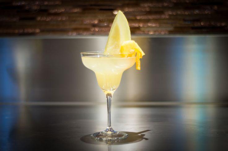 PINA COLADA (Rum chiaro, Succo di ananas, Latte di cocco)