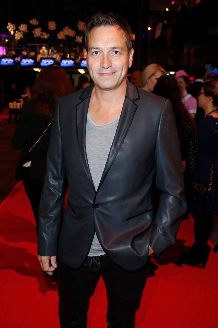 Pin for Later: Beim Deutschen Comedypreis 2015 ging es nicht nur lustig – sondern auch ganz schön emotional zu Dieter Nuhr Dieter Nuhr gewann als bester, männlicher Comedian.