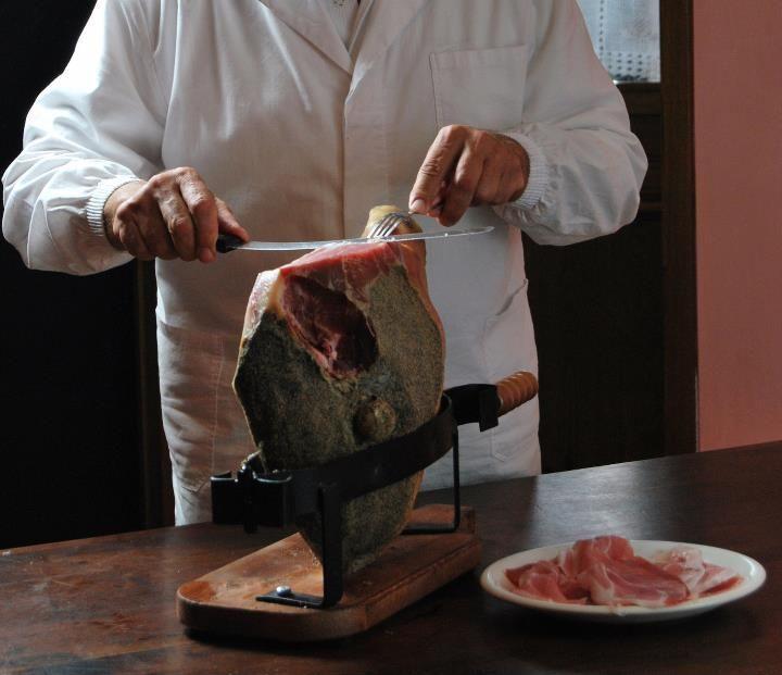 Se il nostro pane è 'sciocco' vuol dire che ci penserà il prosciutto a dargli sapore! Scopri dove trovare il VERO prosciutto toscano DOP: www.prosciuttotoscano.com