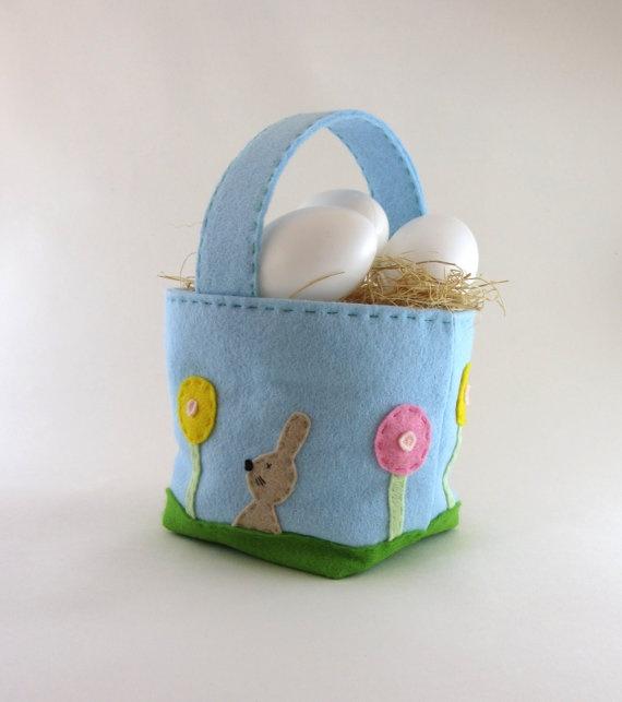Light blue felt Easter basket by lacreatureandyou on Etsy, €12.00
