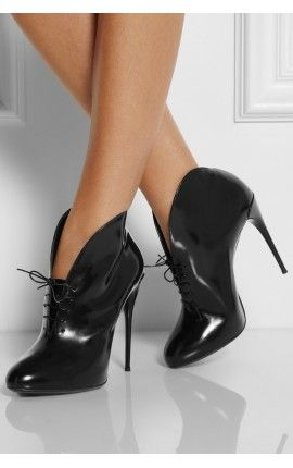 GUCCI Runway Kim Curved Black Leather Lace-Up Ankle Boots