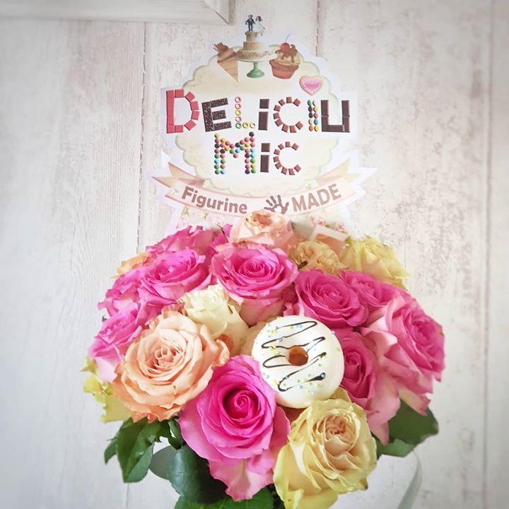 Astazi ii sarbatorim pe toti cei cu nume de flori!  La muulti ani!   . #deliciumic #lamultiani #roses #rosebouquet #bouquet #donut #donuts #happyday - facebook.com/islamlog -