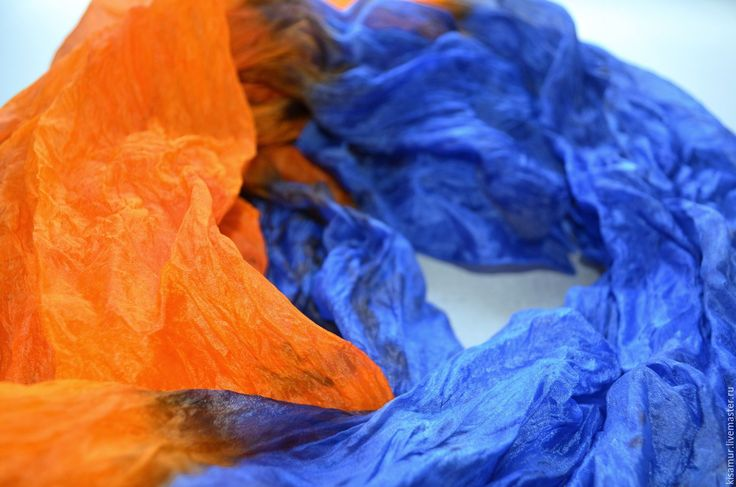 Купить шарф шёлковый оранжевый-синий ультрамарин жатый шёлк подарок женщине - шелковый шарф