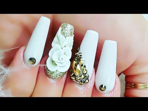 Uñas acrílicas Blancas para Navidad con un baño de Glitter + 3D/ diseño...