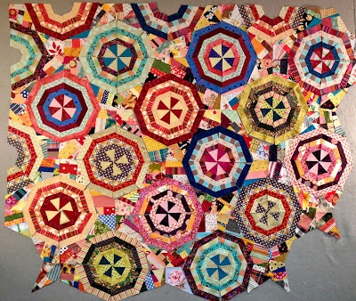 I'm trying to figure out how this is put together.  It looks like triangles and kites put together to make a square.  Very nice!: Scrap Quilts, Abstact Quilts, Beautiful Quilts, Spiders, Spider Webs, Spiderweb Quilts, Antique Quilts