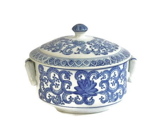 Blue and White Asian Tureen with Lid ♥ | Shop PeriodElegance's Fine China www.PeriodElegance.etsy.com #elegantchina #vintagechina