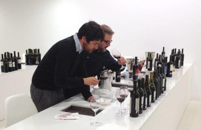 """Guía Peñín: """"Los vinos de 2009 y 2010 en Ribera del Duero rozan la excelencia"""" http://www.vinetur.com/2013051012298/guia-penin-los-vinos-de-2009-y-2010-en-ribera-del-duero-rozan-la-excelencia.html"""