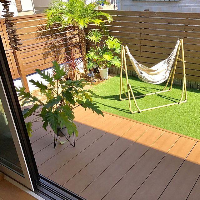 女性で、の部屋全体/積水ハウス/カリフォルニアスタイル/流木/観葉植物/フェニックス…などについてのインテリア実例を紹介。「お庭◟̆◞̆ 子供用の滑り台も置いています。 子供からしたらハンモックはブランコ代わりにもなっています笑 寝るタイプにも切り替え出来てお気に入りです!」(この写真は 2016-10-24 11:57:32 に共有されました)
