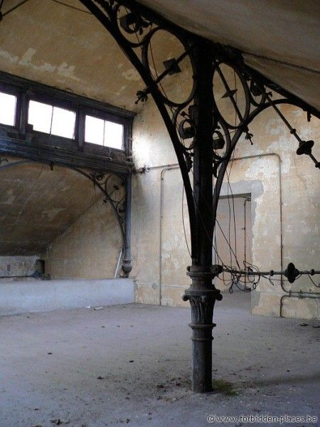 Deserted Places: Horror Labs: The abandoned Anderlecht Veterinary School